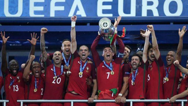 Dalam satu dekade terakhir ini, dunia sepak bola selalu menyaksikan kehebatan dari Cristiano Ronaldo dan Lionel Messi.